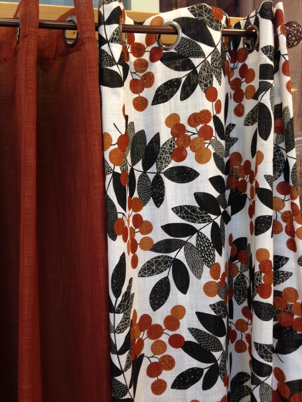 orange mönstrade gardiner